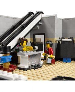 LEGO 10211 Grand Emporium Detail